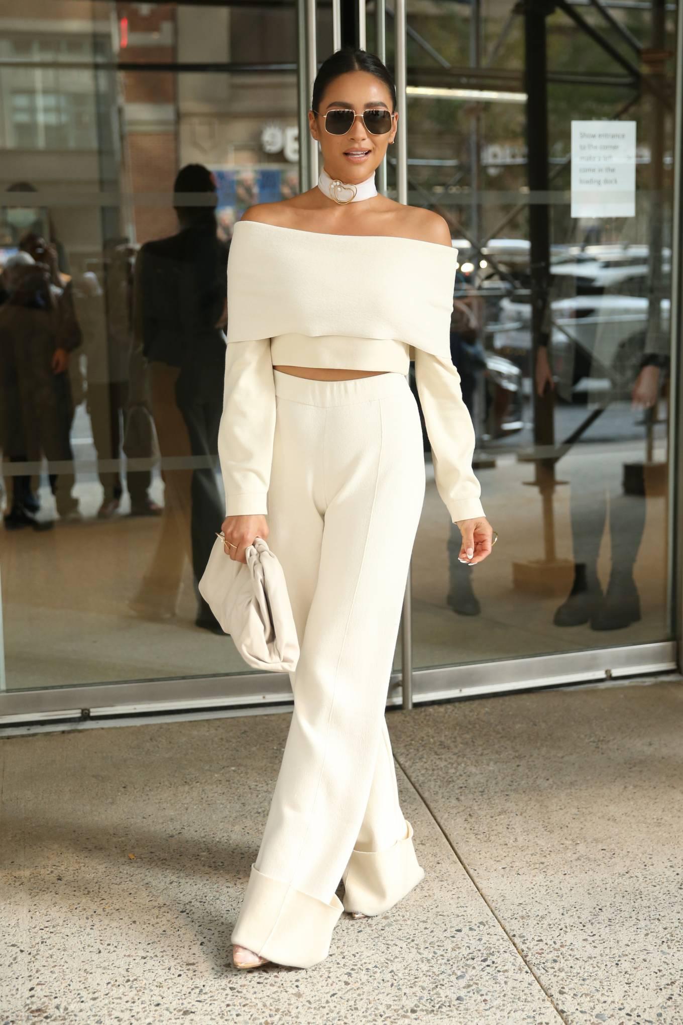Shay Mitchell 2021 : Shay Mitchell – Attends Altuzarra SS22 during New York Fashion Week-12