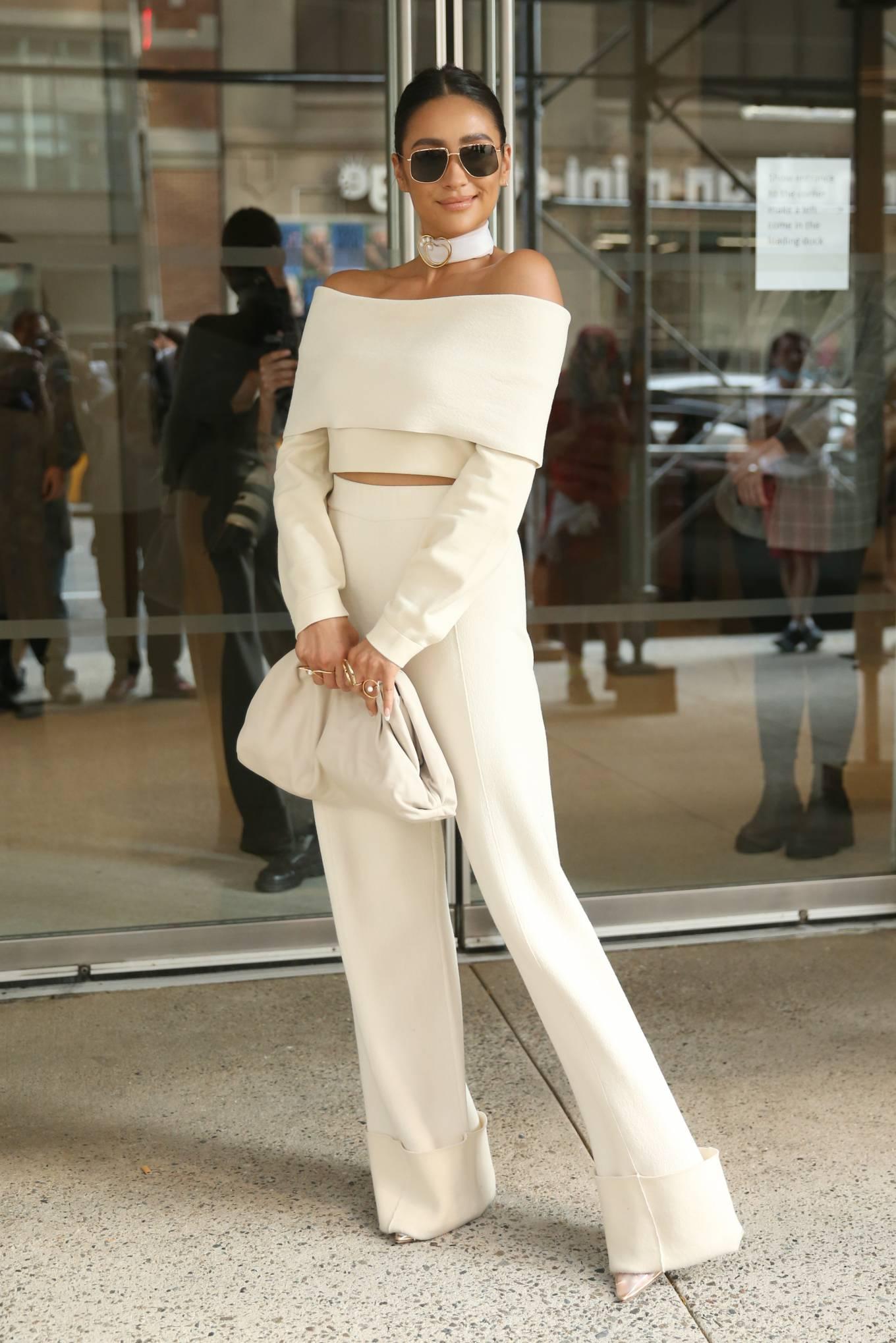 Shay Mitchell 2021 : Shay Mitchell – Attends Altuzarra SS22 during New York Fashion Week-13