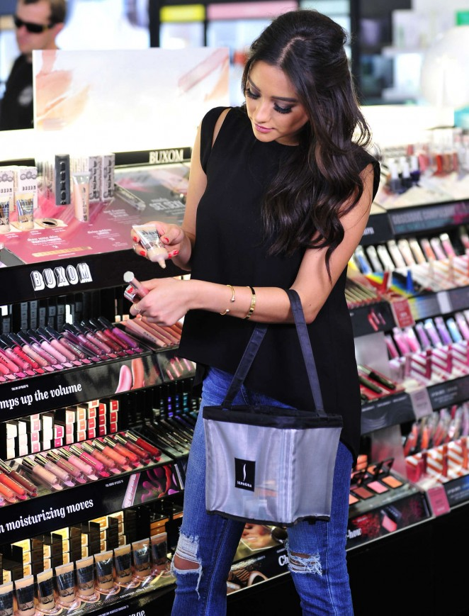 You can get a free private shopping appointment in a store if you're a Beauty Insider. By now, if you're a true Sephora fan, you should know and be a part of the company's Beauty Insider program.