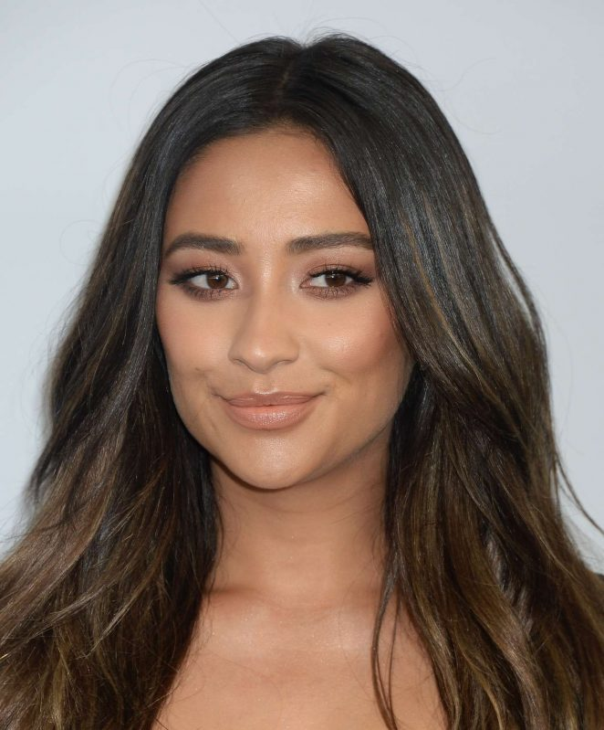shay mitchell we day cocktail 02 gotceleb
