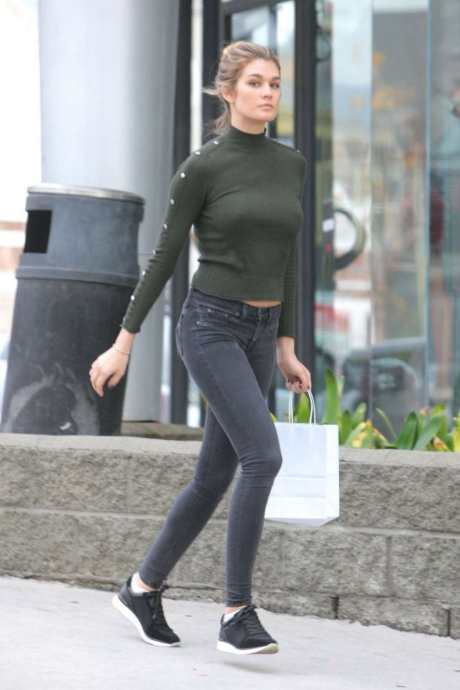 Shayna Taylor in Tight Jeans Shopping in Beverly Hills