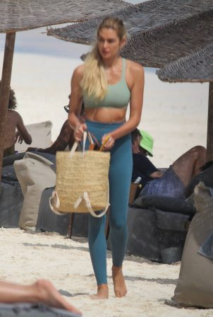Shayna Taylor - Spotted at a beach in Tulum