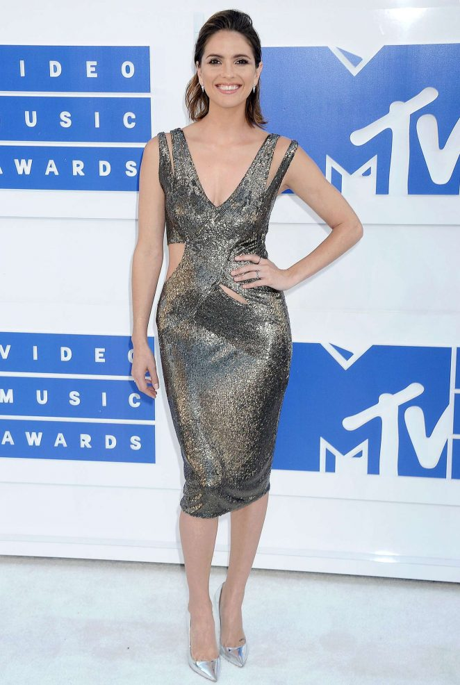 Shelley Hennig - 2016 MTV Video Music Awards in New York City