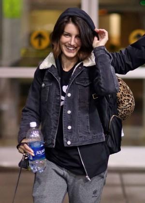 Shenae Grimes Arrives in Vancouver
