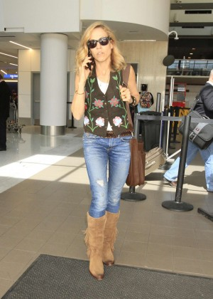 Sheryl Crow - Arrives at LAX Airport in Los Angeles