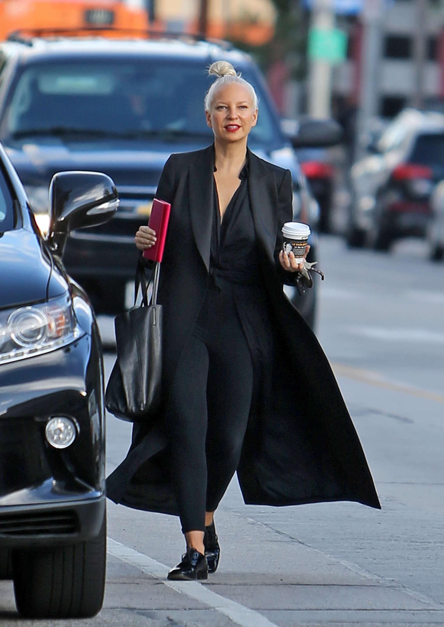 Sia Furler: Grabs a co...