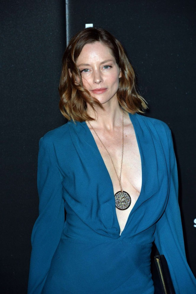 sienna guillory nude boobs