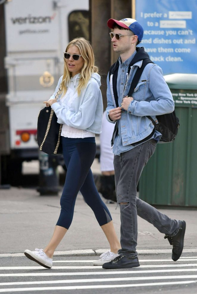Sienna Miller and Tom Sturridge out in New York City -05