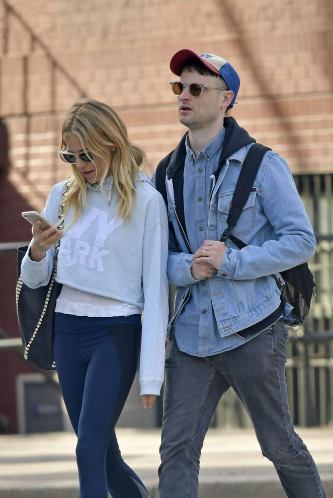 Sienna Miller and Tom Sturridge out in New York City -06