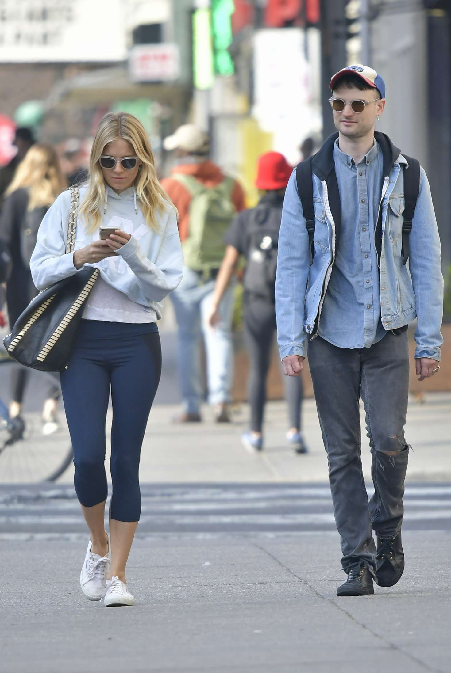 Sienna Miller and Tom Sturridge out in New York City -10
