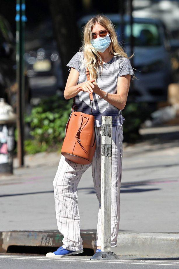 Sienna Miller - Heading to Dunkin' in New York