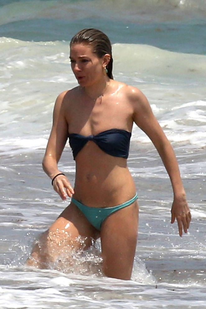 On The CancunGotceleb Bikini Sienna Miller In Beach SzqUMVp