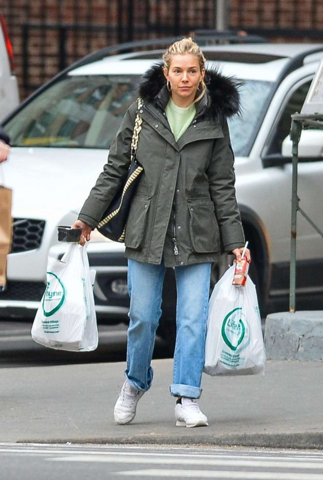 Sienna Miller - Shopping in NYC
