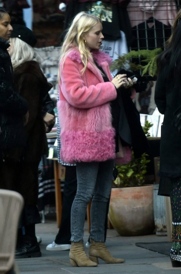 Sienna Miller - Spotted at Fran Cutlers birthday party lunch at Gold Restaurant