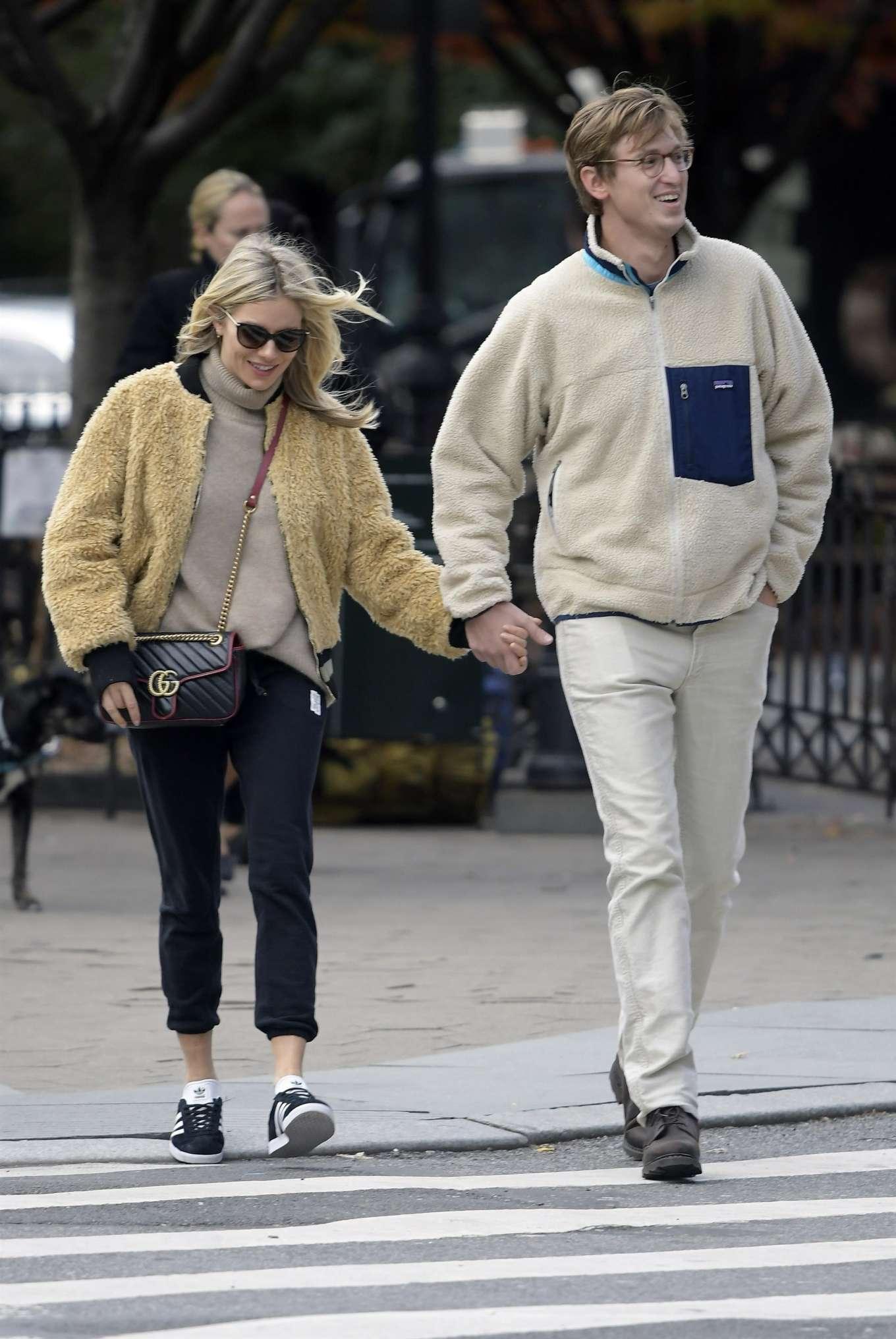 Sienna Miller With Boyfriend Lucas Zwirner In New York City 09 Gotceleb