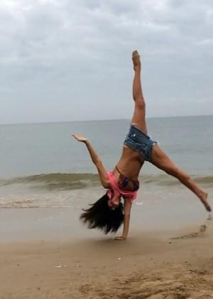 Silvina Escudero: Hot bikini pics-04