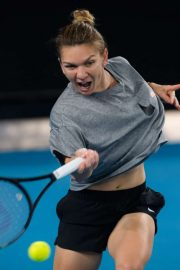 Simona Halep - Practises during the 2020 Australian Open in Melbourne
