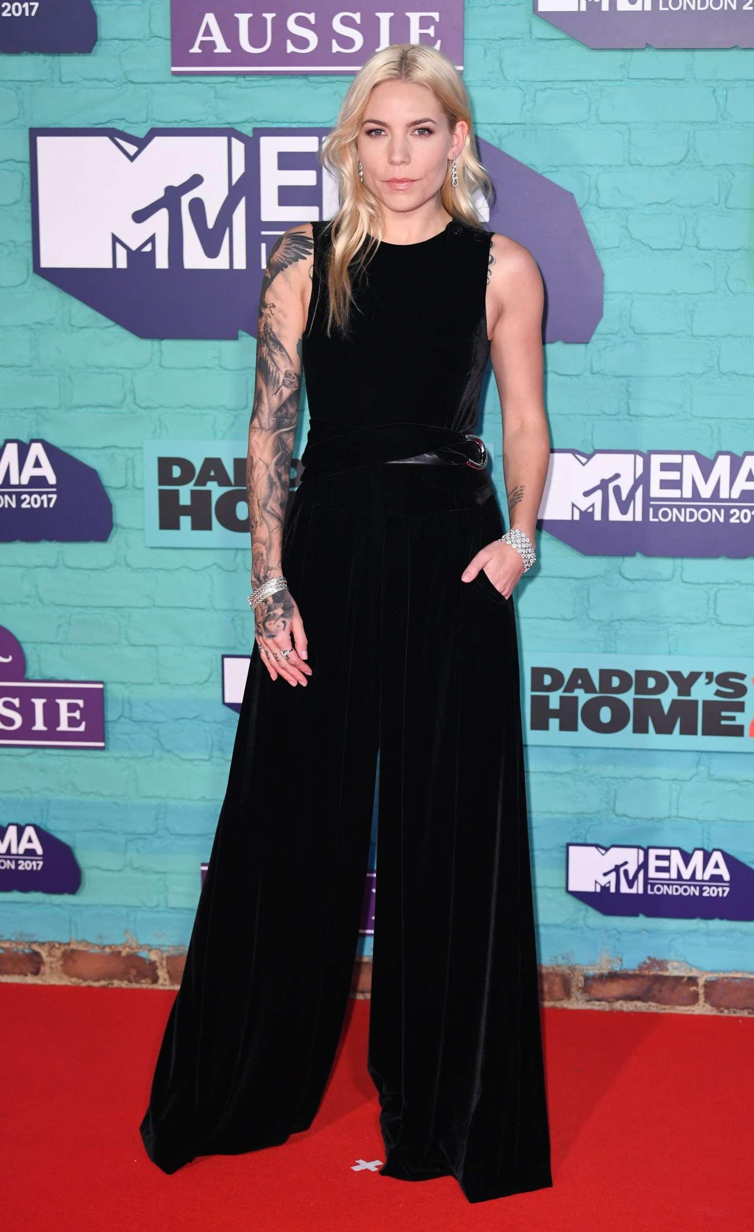 Skylar Grey 2017 : Skylar Grey: 2017 MTV Europe Music Awards -04