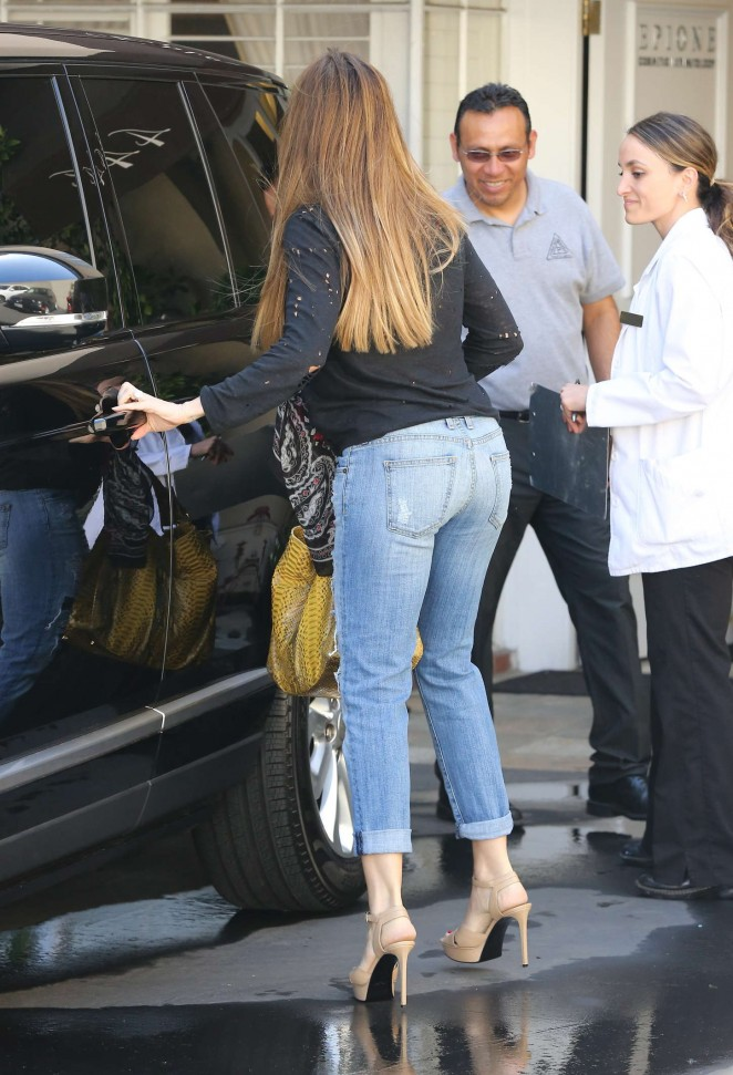 Sofía Vergara in Jeans at Epione in Beverly Hills