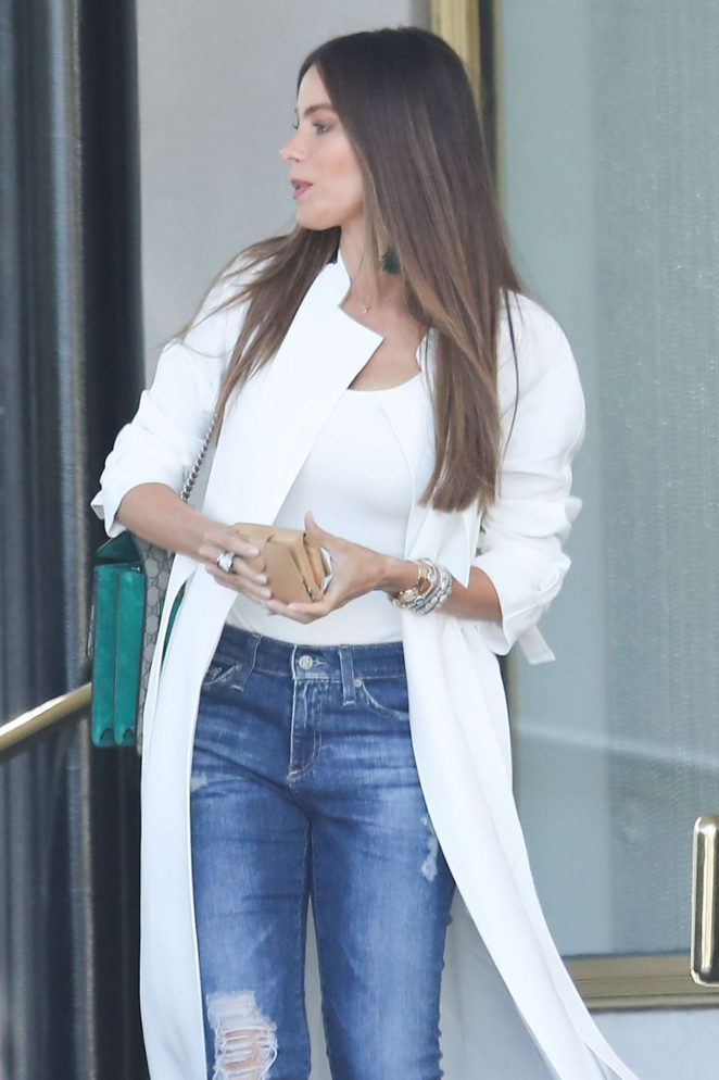 Sofía Vergara - Shopping at Saks Fifth Avenue in Beverly Hills