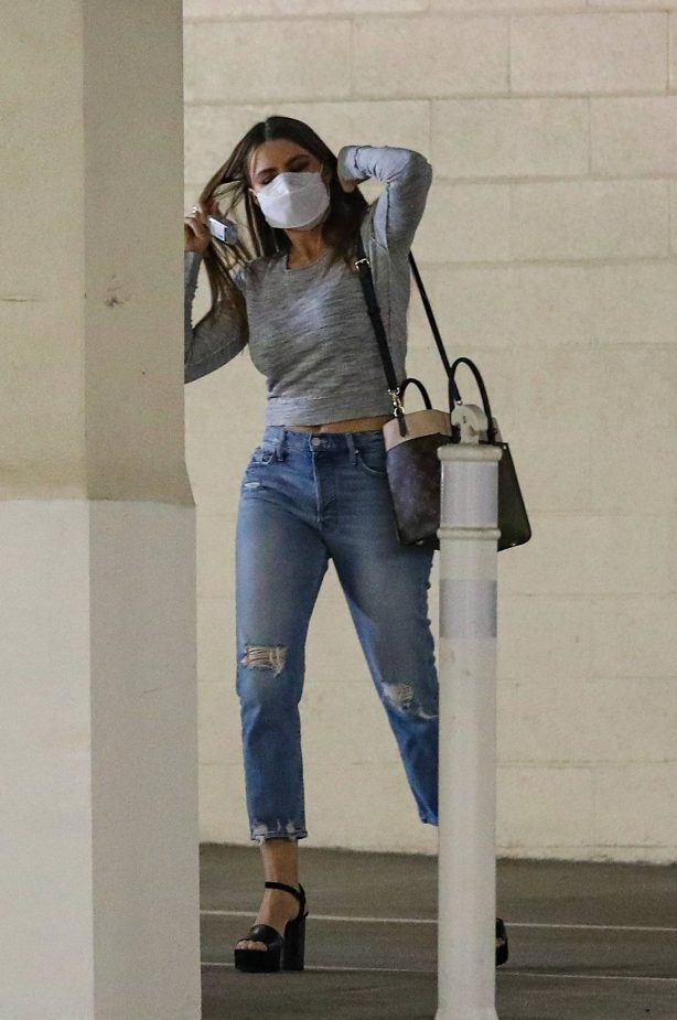 Sofía Vergara - Spotted while heading into a business meeting in Beverly Hills