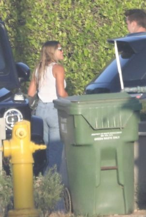 Sofia Richie - Arrives at a friend's house in Malibu