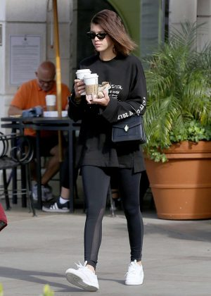 Sofia Richie - Grabs coffee from Starbucks in Calabasas
