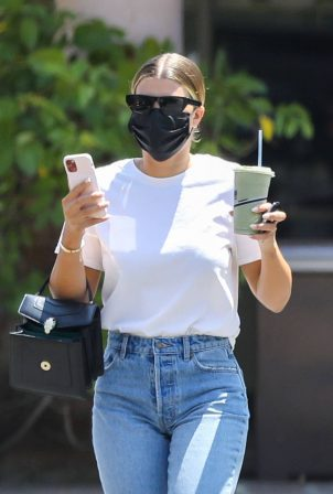 Sofia Richie - Hanging out with friends in Malibu