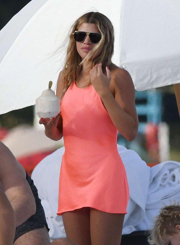 Sofia Richie in a Bright Neon Dress on a Miami Beach