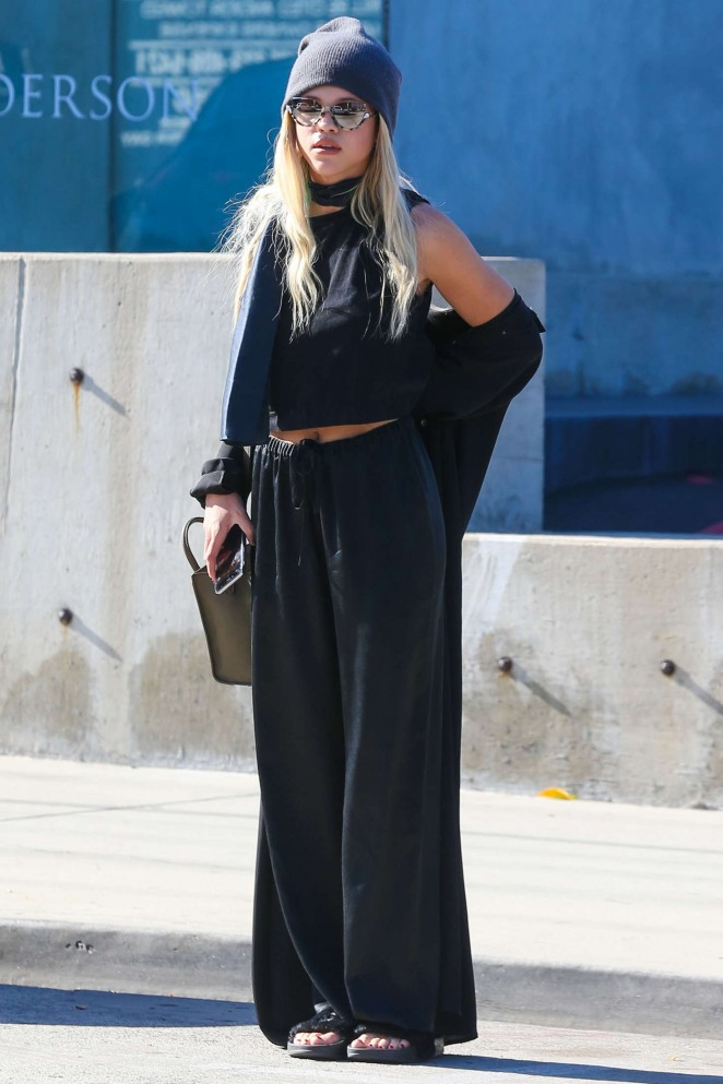 Sofia Richie in Black out shopping -06