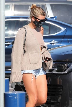Sofia Richie - In dasy dukes shopping at the Malibu Country Mart