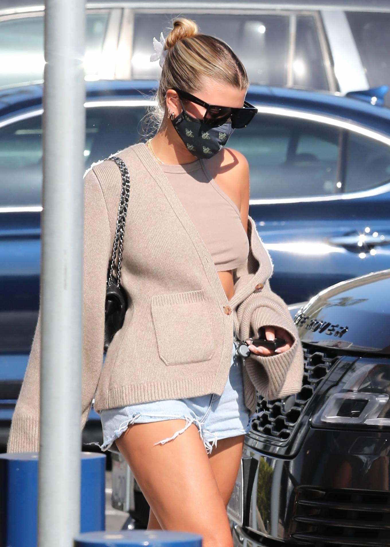 Sofia Richie 2020 : Sofia Richie – In dasy dukes shopping at the Malibu Country Mart-24