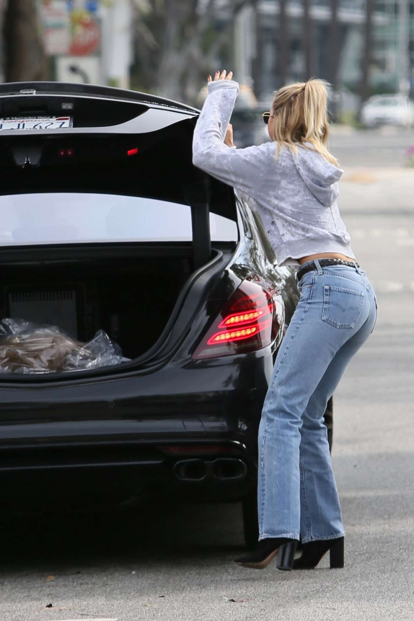 Sofia Richie 2017 : Sofia Richie in Jeans Out in Los Angeles -03