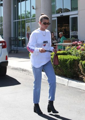 Sofia Richie in Jeans Shopping in Calabasas