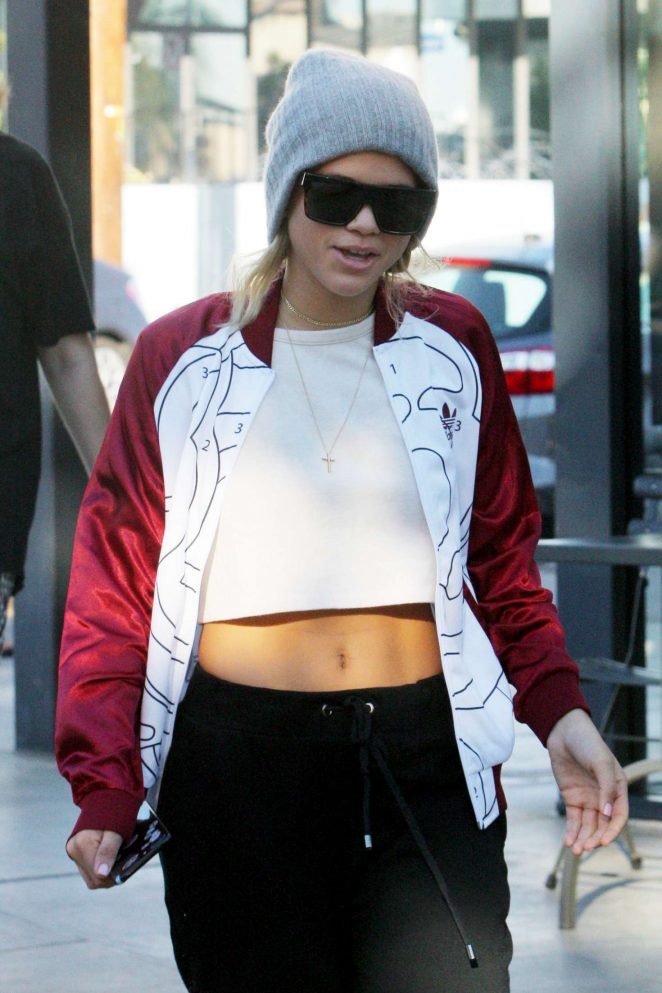 Sofia Richie Leaves Fred Segal -12