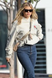 Sofia Richie - Leaving lunch with friends at Mauro's cafe in West Hollywood