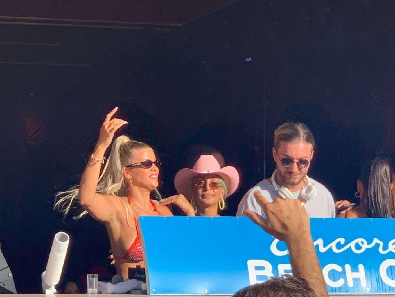 Sofia Richie 2019 : Sofia Richie parties in the encore Beach club close to DJ Alesso in Las Vegas-01