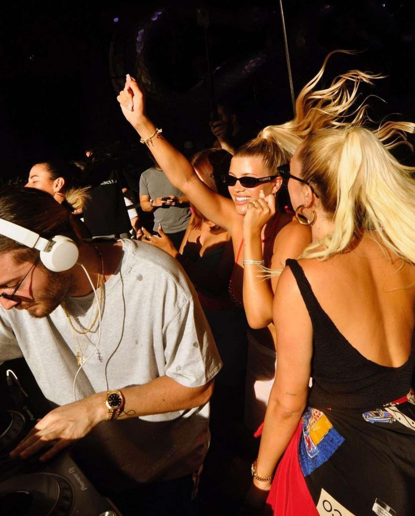 Sofia Richie 2019 : Sofia Richie parties in the encore Beach club close to DJ Alesso in Las Vegas-12