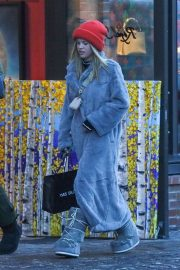 Sofia Richie - Shopping in Aspen