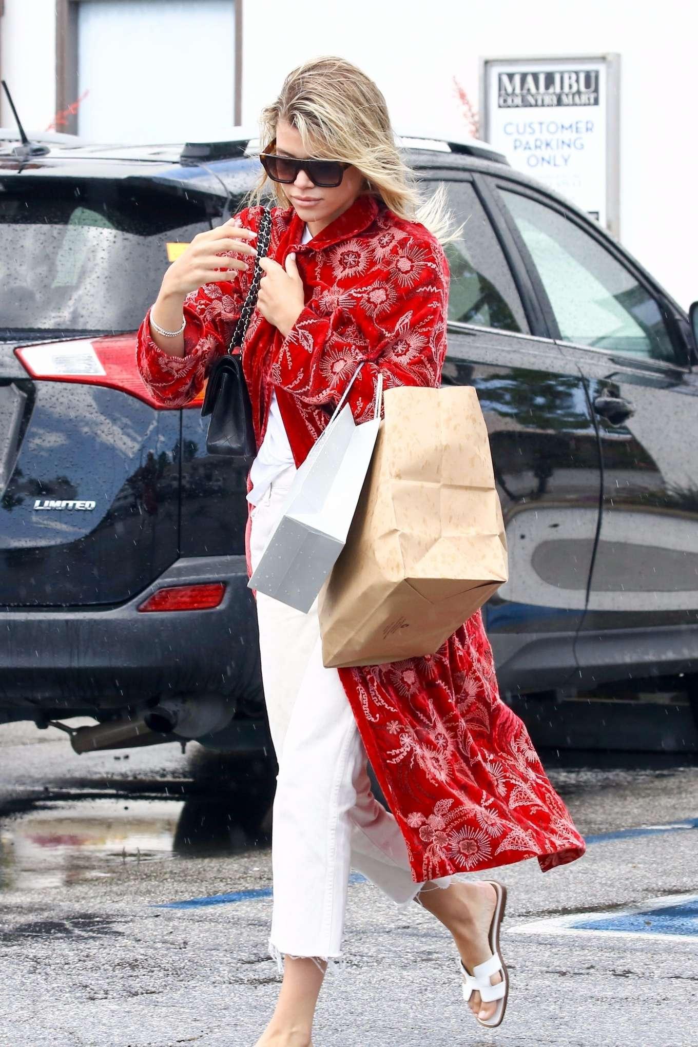 Sofia Richie - Shopping with a friend in Malibu