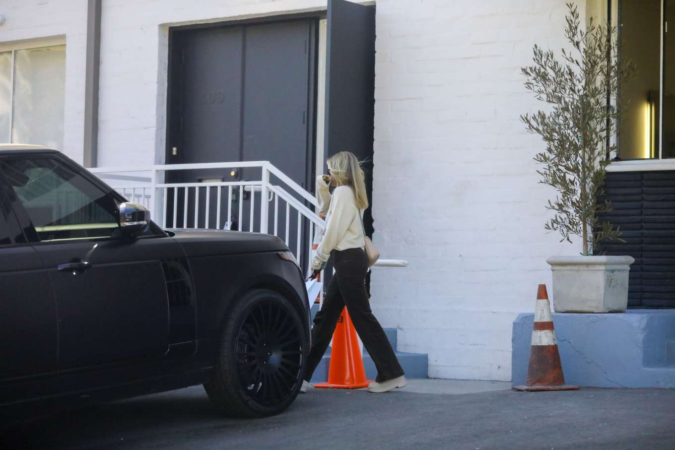 Sofia Richie 2020 : Sofia Richie – Spotted while out and about in Beverly Hills-04
