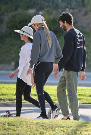 Sofia Richie - Walk with her mom and brother in Los Angeles