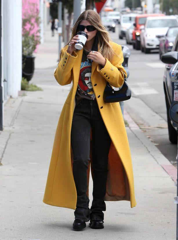 Sofia Richie - Wear T-shirt featuring her dad Lionel Richie in Los Angeles