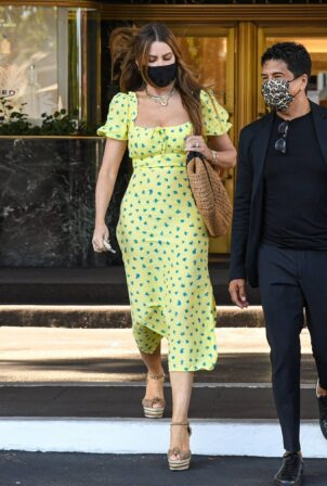Sofia Vergara - arriving for a retail therapy session at Saks Fifth Avenue in Beverly Hills