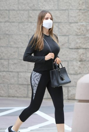 Sofia Vergara - Dons sporty in Athleisure Wear For Trip To The Clinic
