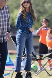 Sofia Vergara - Filming 'Modern Family' set in Los Angeles