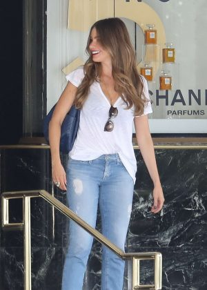 Sofia Vergara in Jeans out Shopping in Beverly Hills