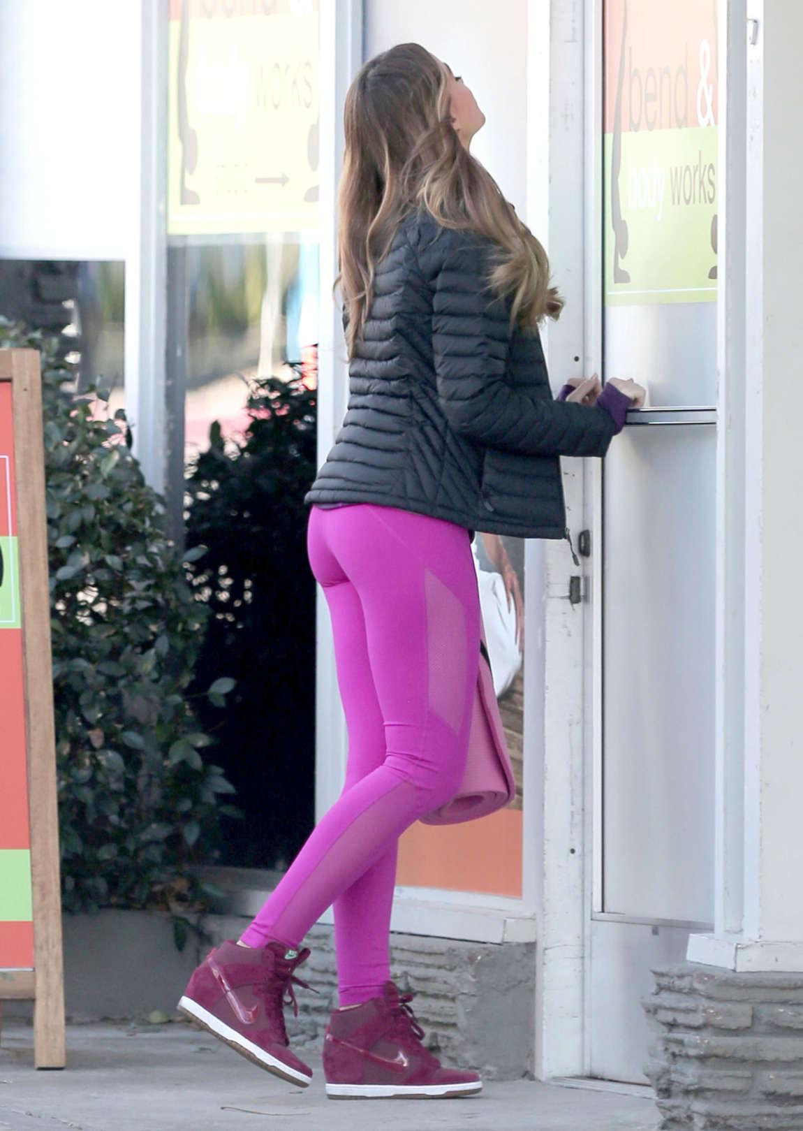Sofia Vergara In Pink Yoga Pants 06 Gotceleb