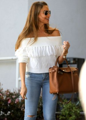 Sofia Vergara in Tight Jeans - Shopping in Beverly Hills