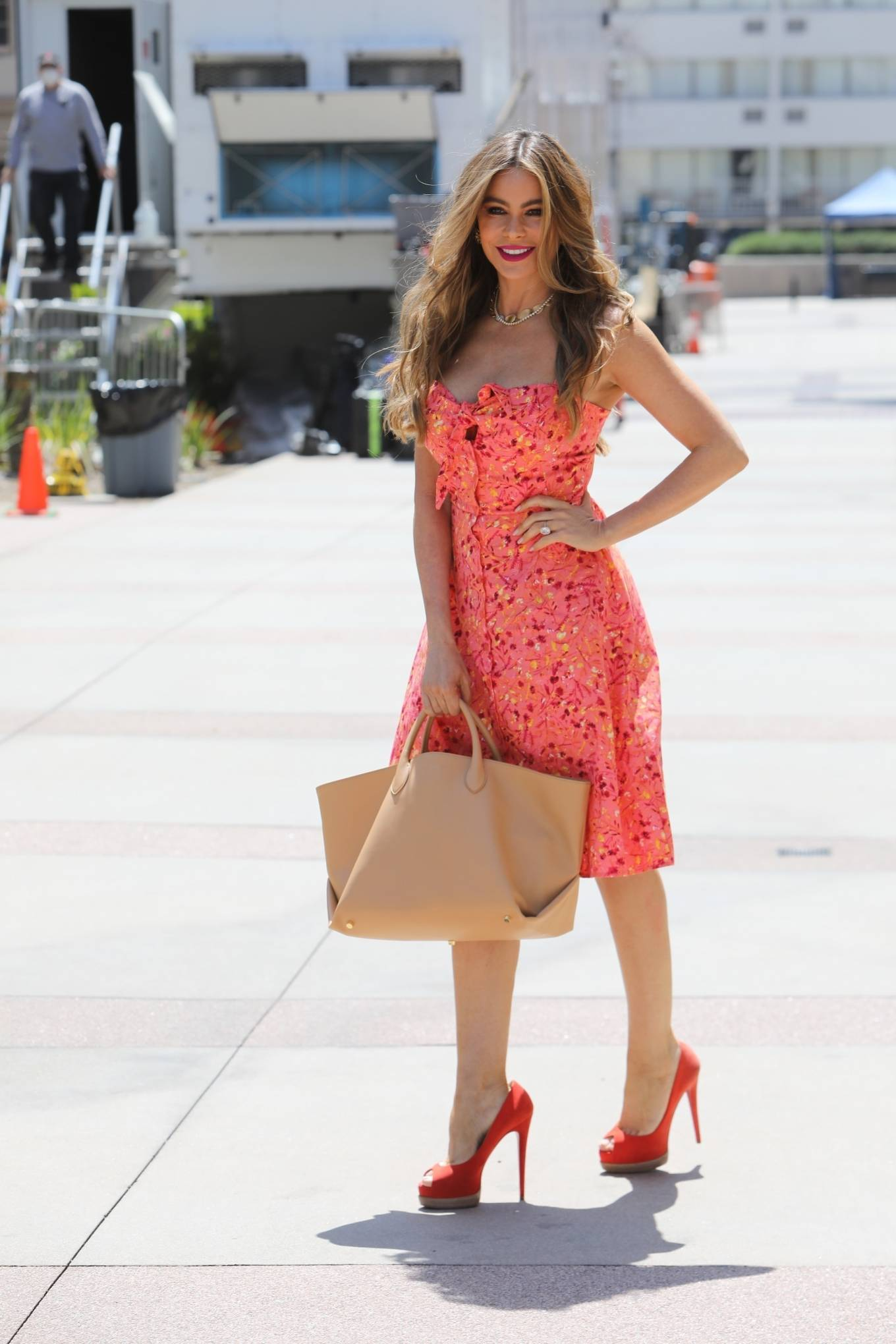 Sofia Vergara - Looks stunning while arriving to America Got Talent Taping in Los Angeles